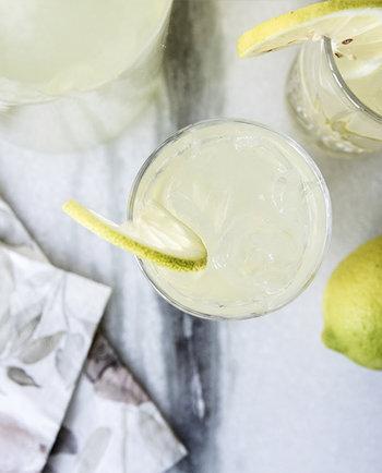 Ota aurinko ja C-vitamiinit haltuun syksyllä kotitekoisella limonadilla